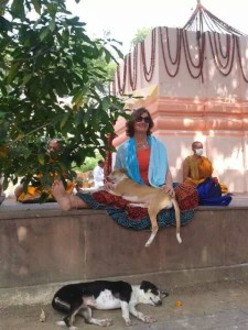 Hanging out - Joy and two dog-friends relax at the Mahabodhi Stupa
